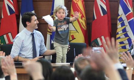 Kryeministri kanadez në punë me    djalin