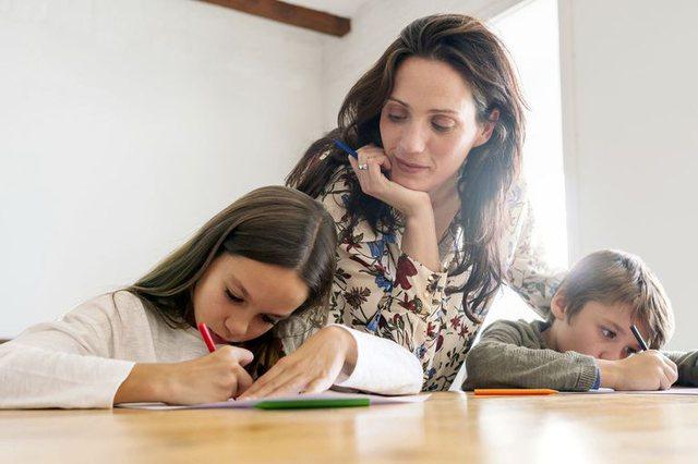 Vetëm pas kësaj moshe  fëmijët e kuptojnë rëndësinë e  detyrave të shtëpisë   Sipas psikologëve më herët vetëm stresohen