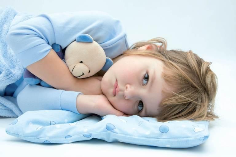 Pse fëmijët kërkojnë ujë çdoherë para gjumit
