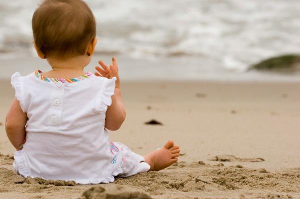 Tetë arsye pse duhet ta çoni beben në plazh