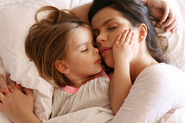 Përqafojeni sa më shumë fëmijën tuaj  Nuk do të qëndrojë gjithmonë i vogël