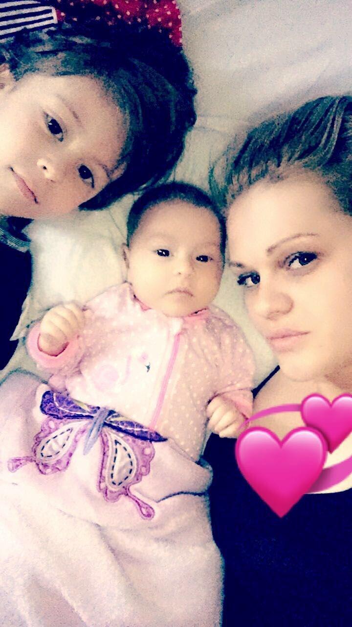 Mirsa Kërqeli shfaqet në një foto të rrallë pranë dy fëmijëve të saj