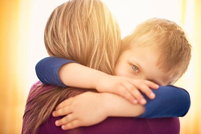 Shkencëtarët  Përqafoni sa më shumë fëmijët tuaj  mësoni ndikimet pozitive