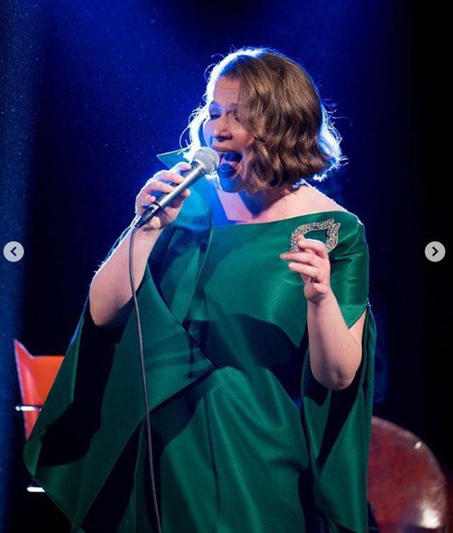 Shtatë muaj shtatzënë dhe në koncert  ja kur e pret lindjen Rona Nishliu